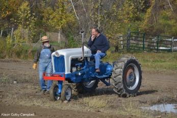 dsc_3244-haverhill-crescent-farm-tractor-pull-2016-edits-people