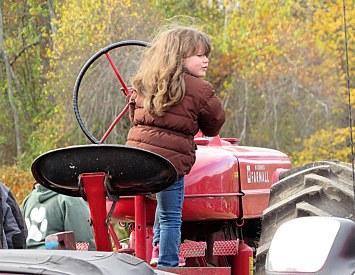 img_2143-haverhill-crescent-farm-tractor-pull-2016-edits-3-women