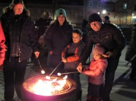 IMG_7336 (2) HAV (c)Alison Colby-Campbell GHCC 2018 CHristmas Stroll marshmallow roasting DaSilva Family