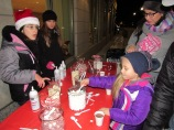 IMG_7342 HAV (c)Alison Colby-Campbell GHCC 2018 CHristmas Stroll Hot cocoa Cora Chyla and Laine Family